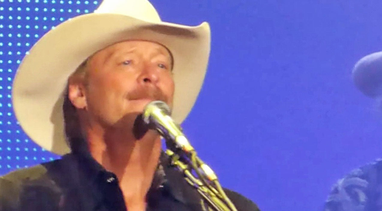 Classic country Songs | Misty-Eyed Alan Jackson Reflects On Life & Love In Emotional Performance Of 'Remember When' | Country Music Videos