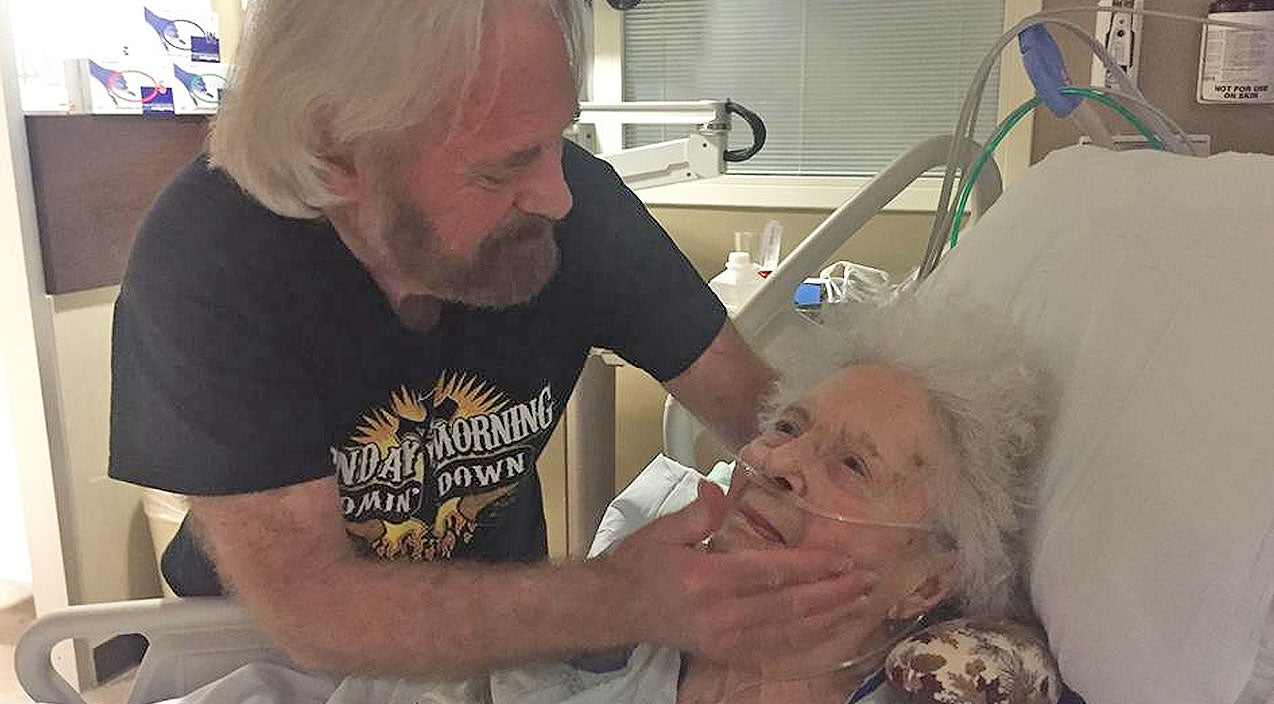 Michael martin murphey Songs   Country Legend Mourns Loss Of Mother Days After Rushing To Her Side   Country Music Videos