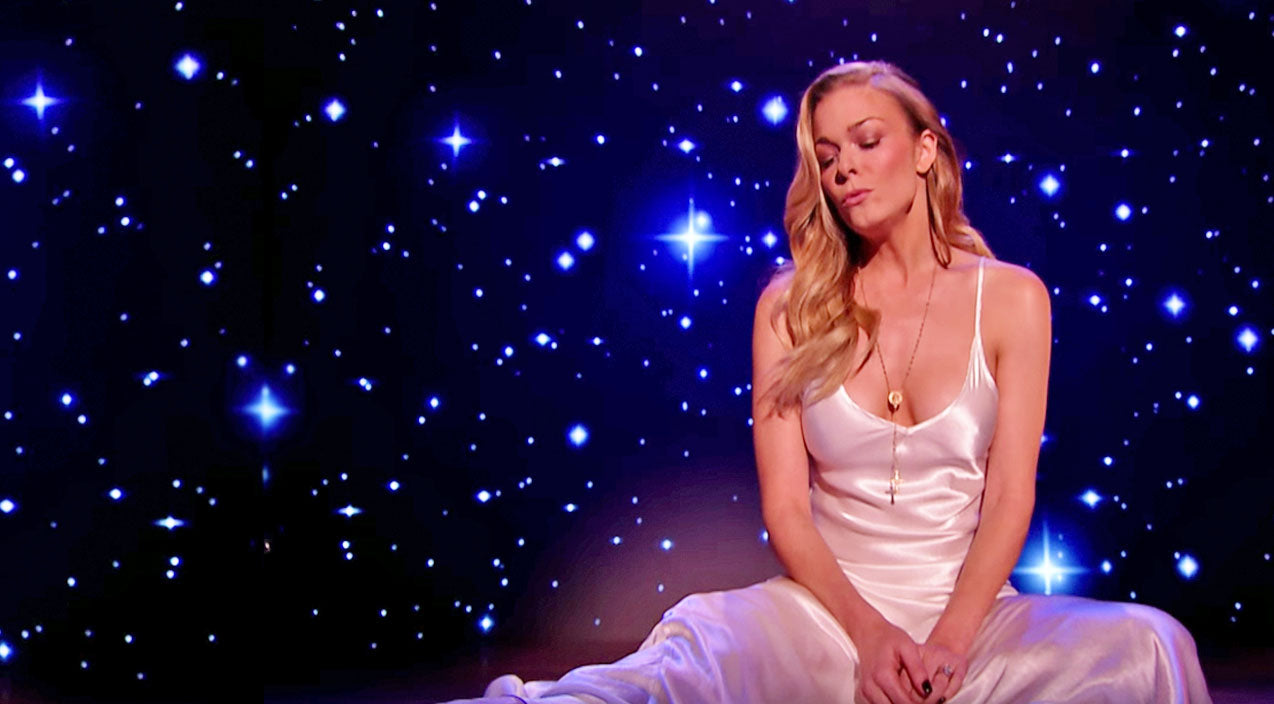 Leann rimes Songs   LeAnn Rimes Bids Farewell To 2016 With Emotional Performance Of 'Auld Lang Syne'   Country Music Videos