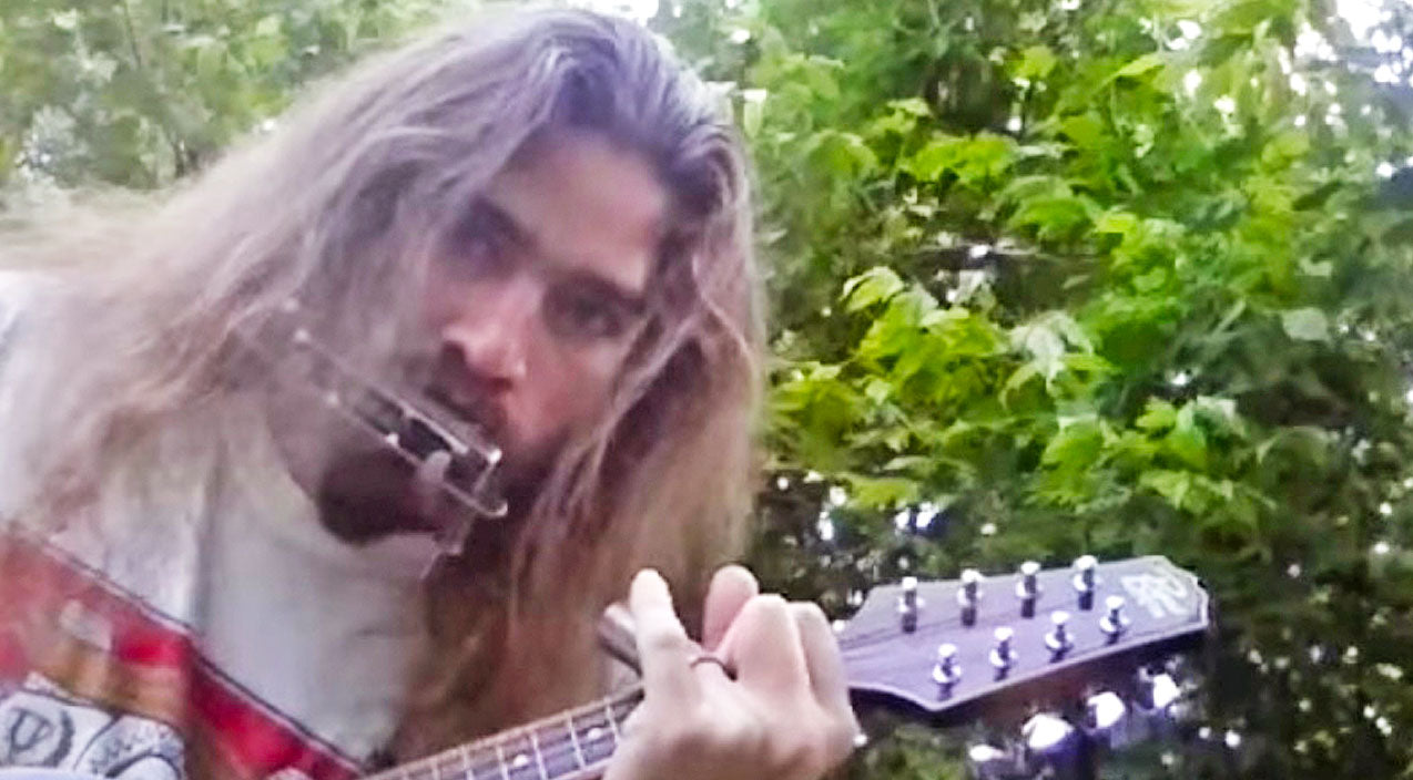 Lynyrd skynyrd Songs | Good Ol' Country Boy Transforms Into A One-Man-Band While Singing Skynyrd's 'Mississippi Kid' | Country Music Videos