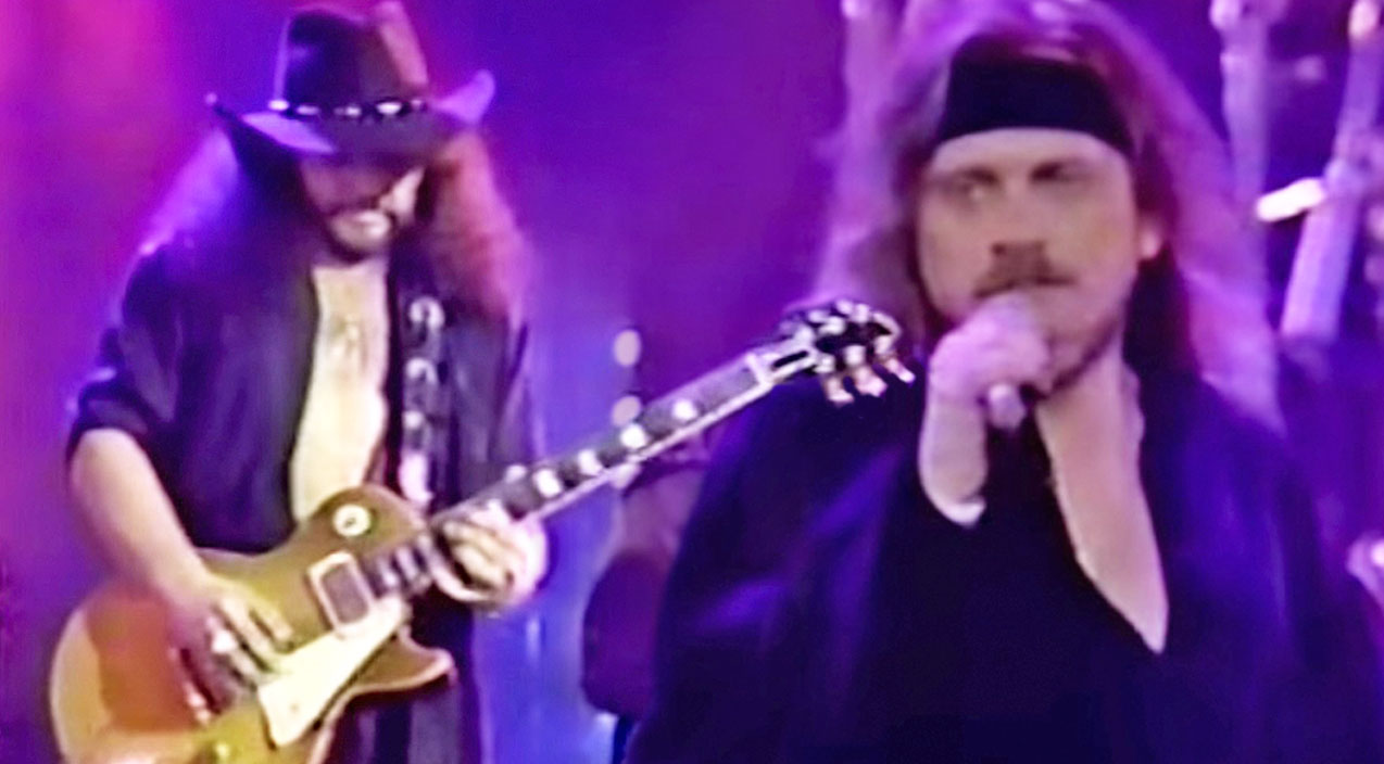 Lynyrd skynyrd Songs | Chasin' The Dream: Skynyrd Shoots For The Stars With The Irresistible 'One Thing' | Country Music Videos