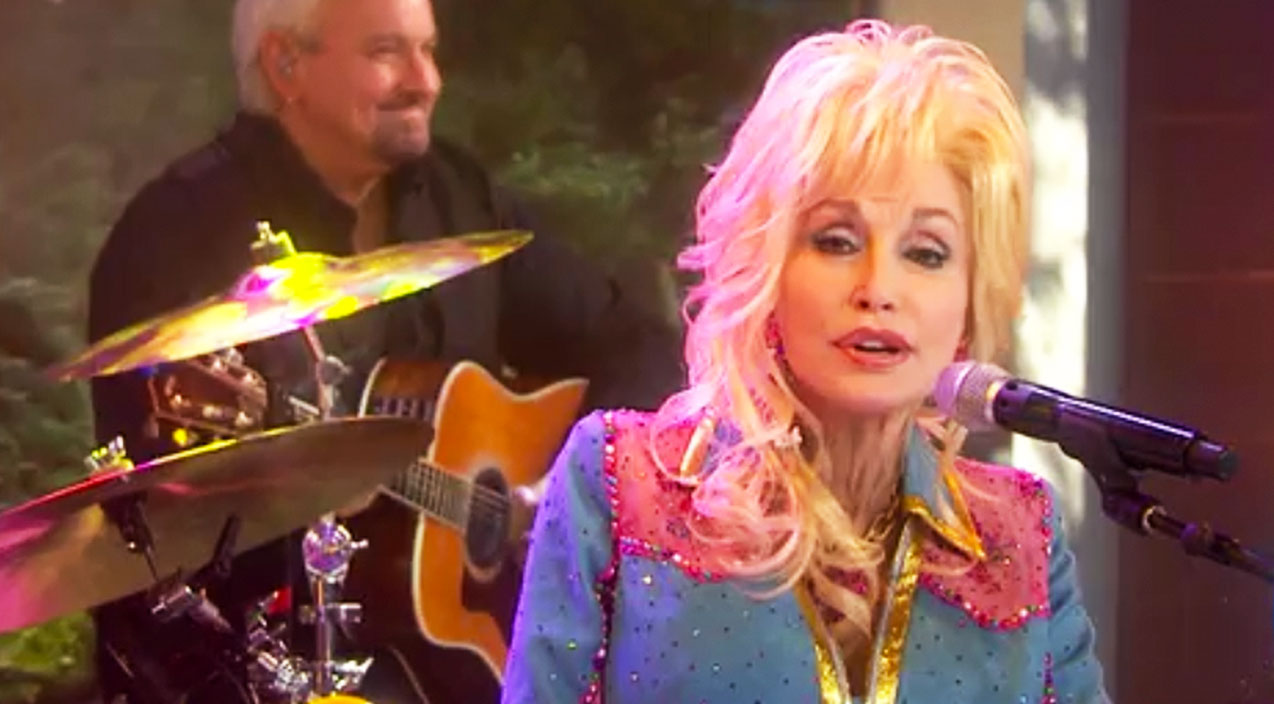 Dolly parton Songs | Dolly Parton Talks Small Messages With Big Values In Powerful 'Coat Of Many Colors' Performance | Country Music Videos