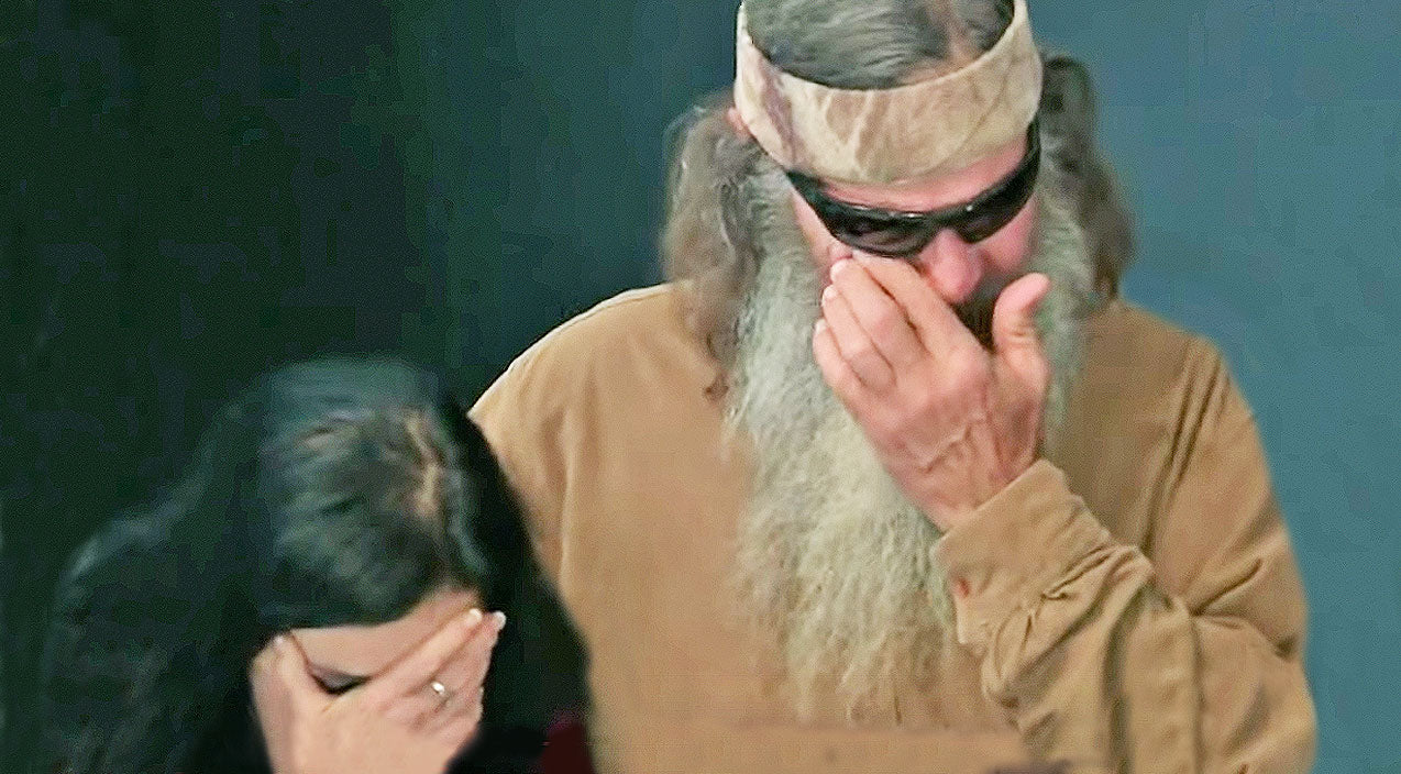 Duck dynasty Songs | Phil Robertson Breaks Down In Tears During Prayer | Country Music Videos