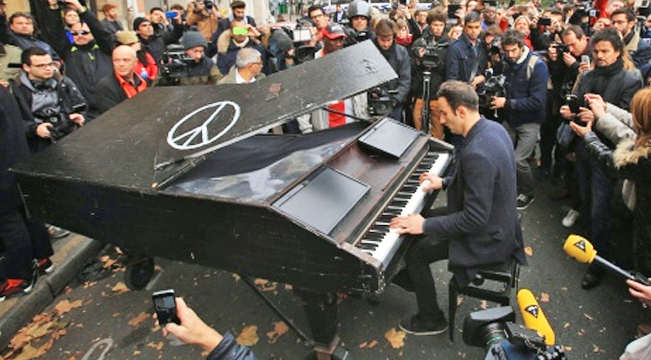 Musician Bikes His Grand Piano To Site Of Paris Attacks & Pays Tribute With 'Imagine' | Country Music Videos