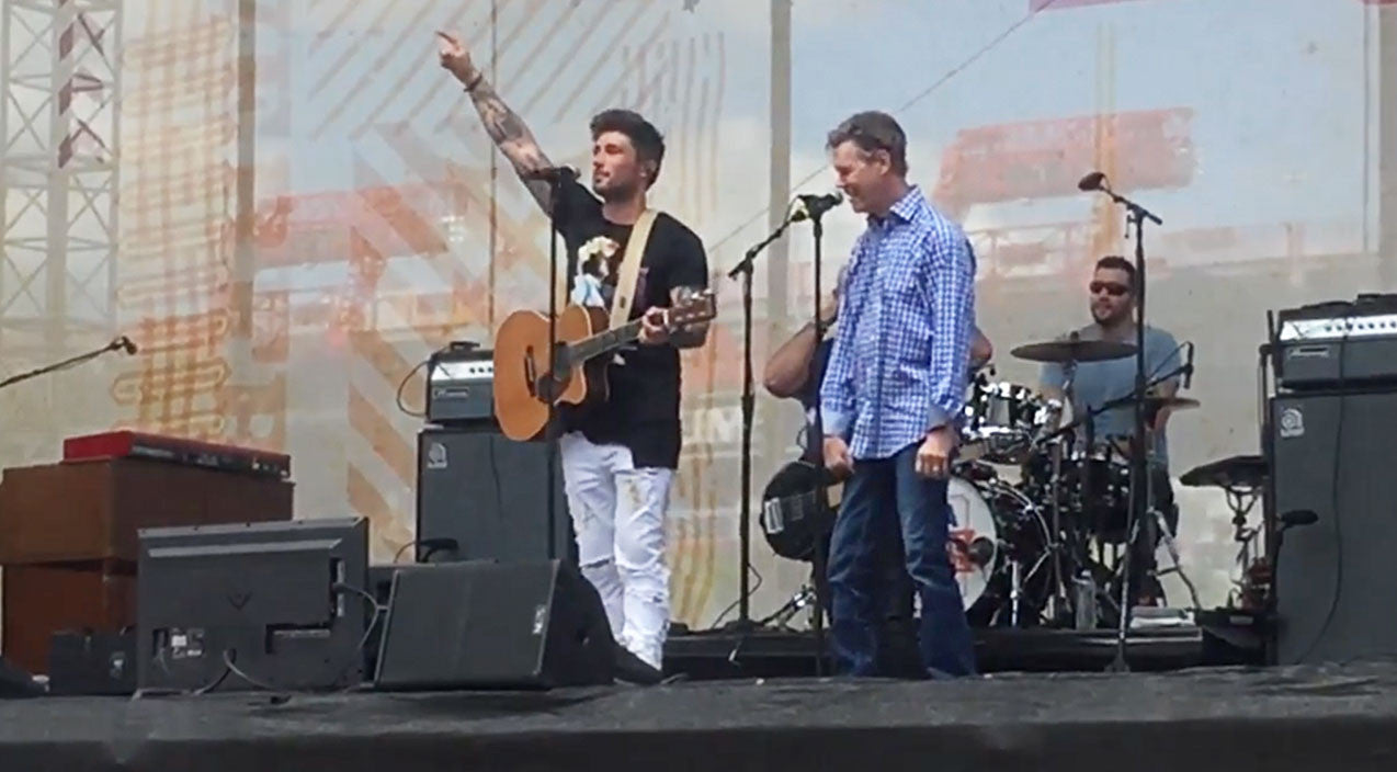 Randy travis Songs | Randy Travis Crashes Country Star's Show For Emotional Duet Of 'Forever And Ever, Amen' | Country Music Videos