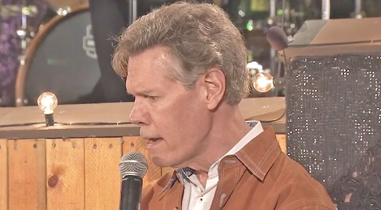 Randy travis Songs | Randy Travis Makes Rare Appearance To Sing At Texas Honky Tonk | Country Music Videos