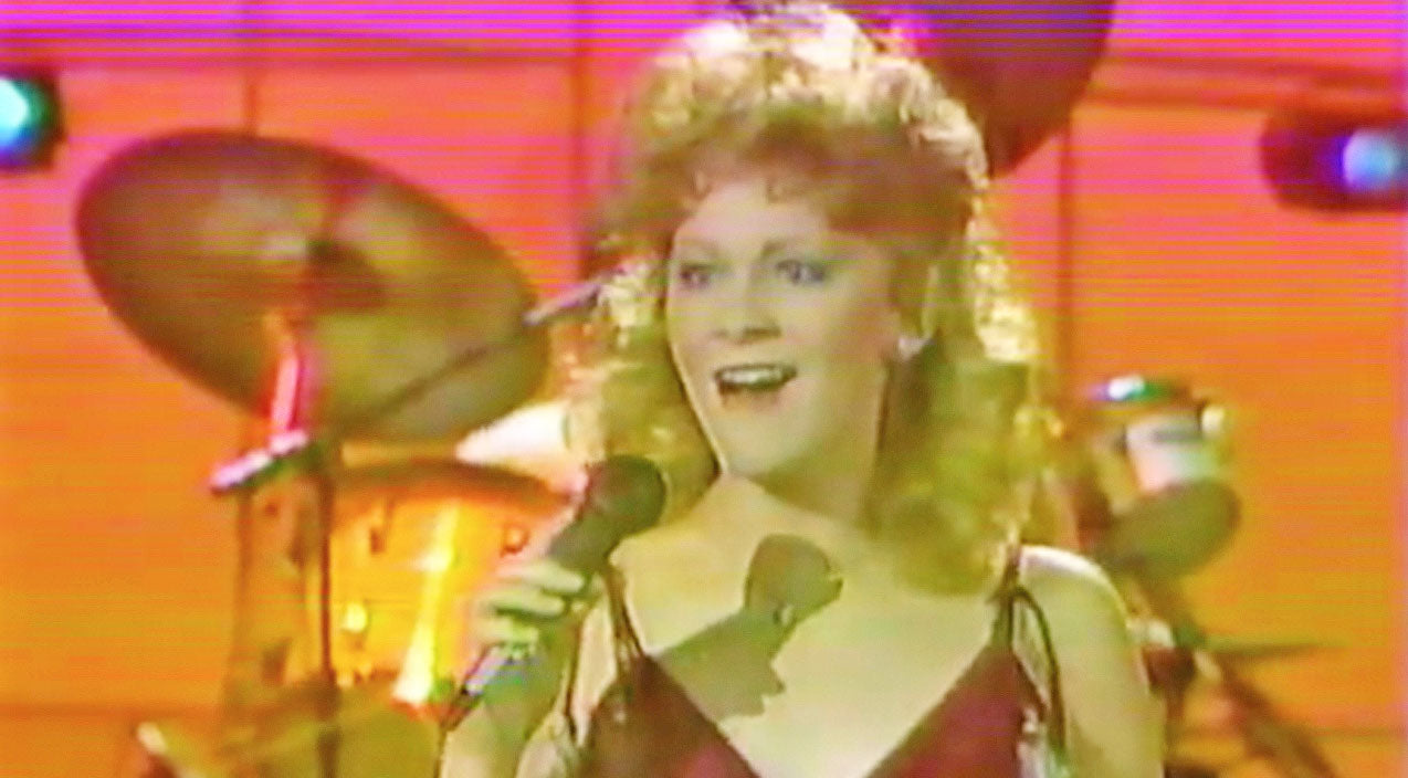 Reba mcentire Songs | You Won't Be Able To Stop Smiling While Watching Reba Sing Her Very First #1 Hit | Country Music Videos