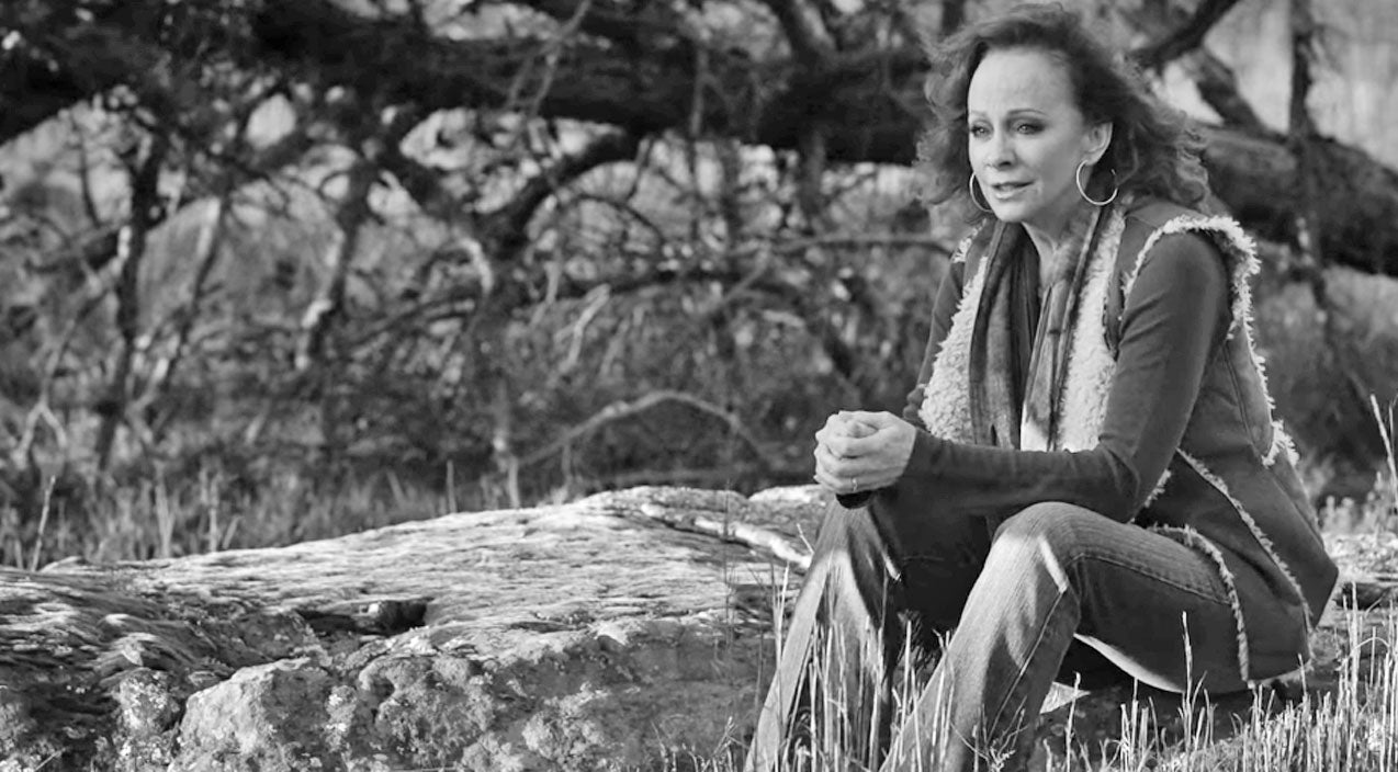 Reba mcentire Songs   Reba McEntire Honors Late Father With Emotionally-Charged Song 'Just Like Them Horses'   Country Music Videos