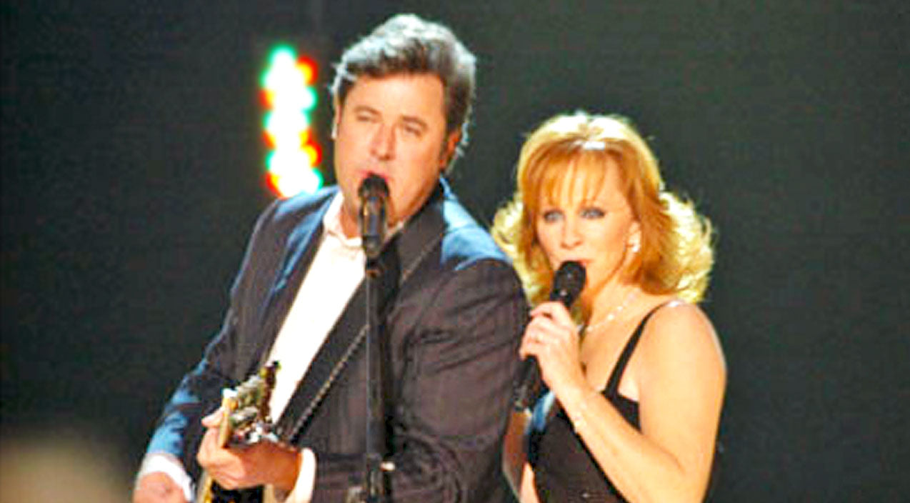 Vince gill Songs | Reba & Vince Gill Ignite The Stage With Passionate Performance Of 'The Heart Won't Lie' | Country Music Videos