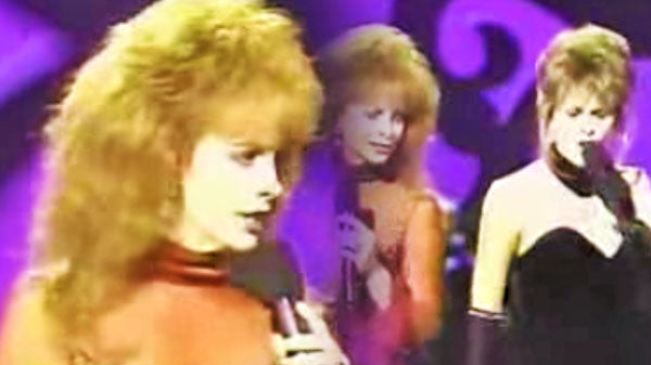 Reba mcentire Songs   Reba McEntire - Does He Love You feat. Linda Davis (LIVE Performance)   Country Music Videos