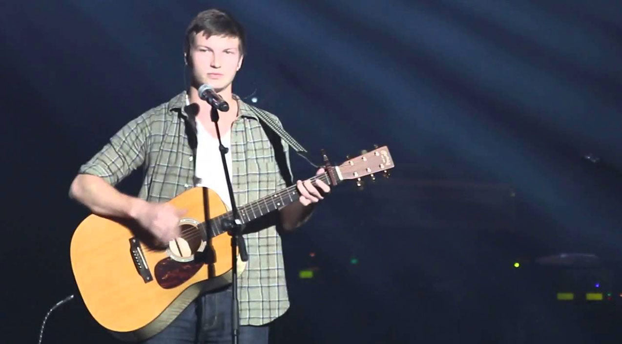 Reed robertson Songs | Jase & Missy Robertson's Son Enchants Audience With Inspiring Rendition Of 'Hallelujah' | Country Music Videos