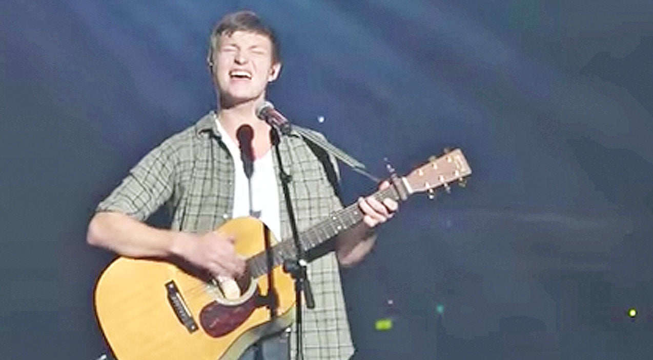 Reed robertson Songs | Duck Dynasty's Reed Robertson Performs Inspiring Song 'Difference Maker' For Sold Out Arena | Country Music Videos