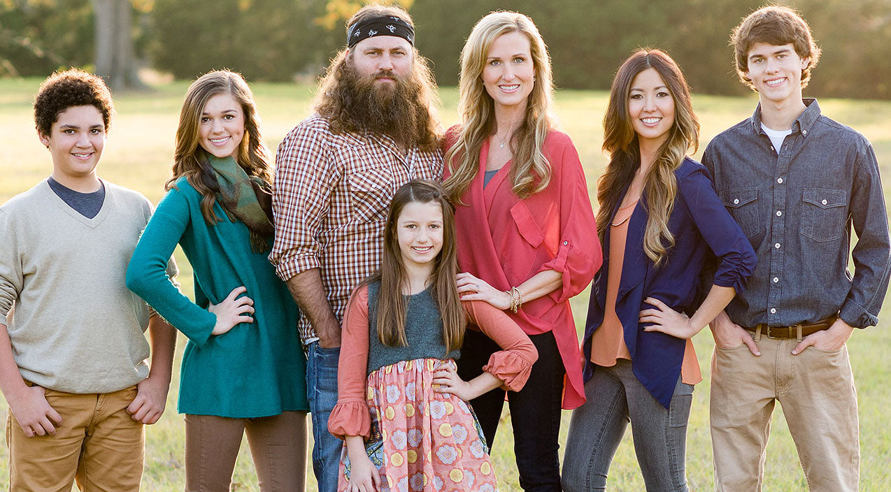 Willie robertson Songs | See The Family Photo That Has Willie Robertson's Kids Thinking He Went To Prison | Country Music Videos
