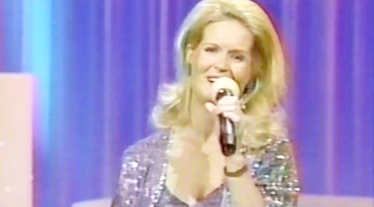 Lynn anderson Songs | Lynn Anderson Dazzles With Sensational 'Rose Garden' Performance | Country Music Videos
