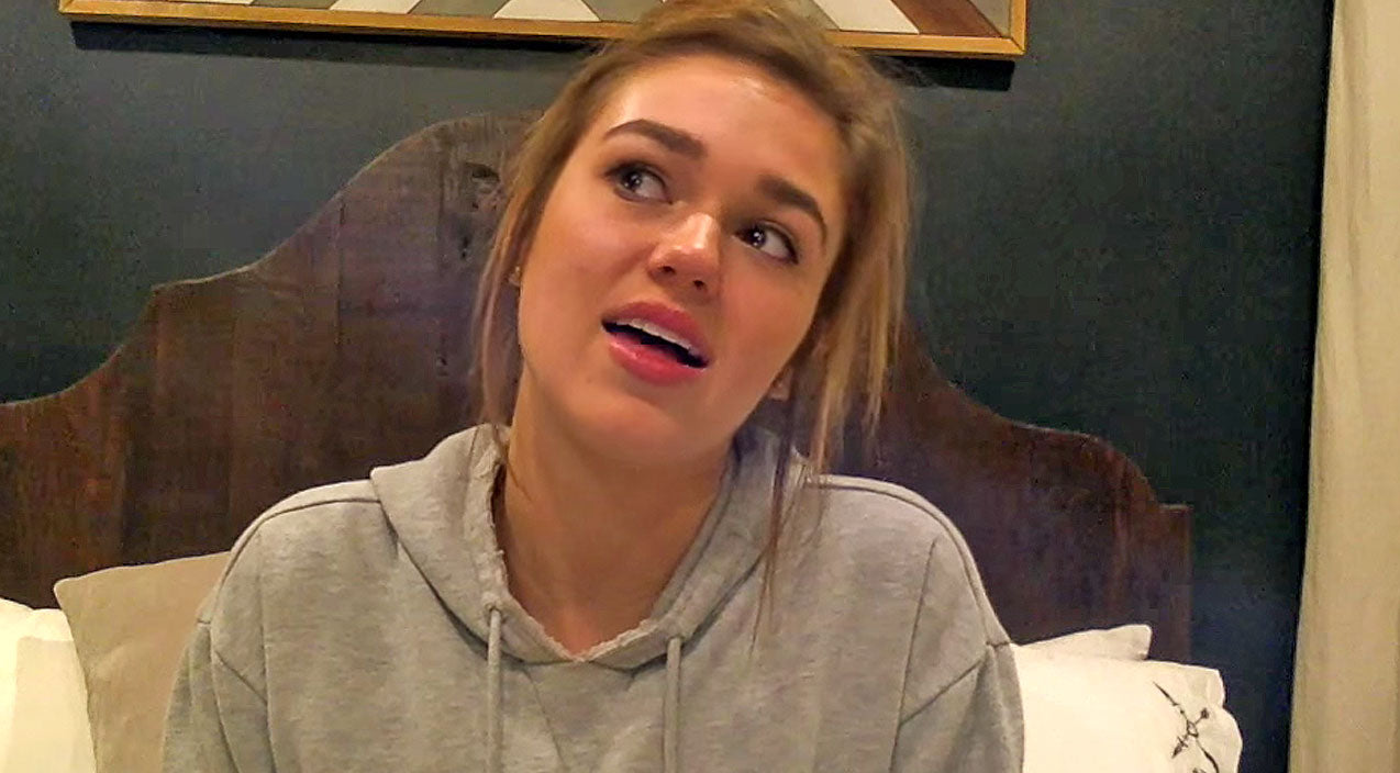 Sadie Robertson Fights Back Tears Recalling Experience That Strengthened Her Bond With God | Country Music Videos