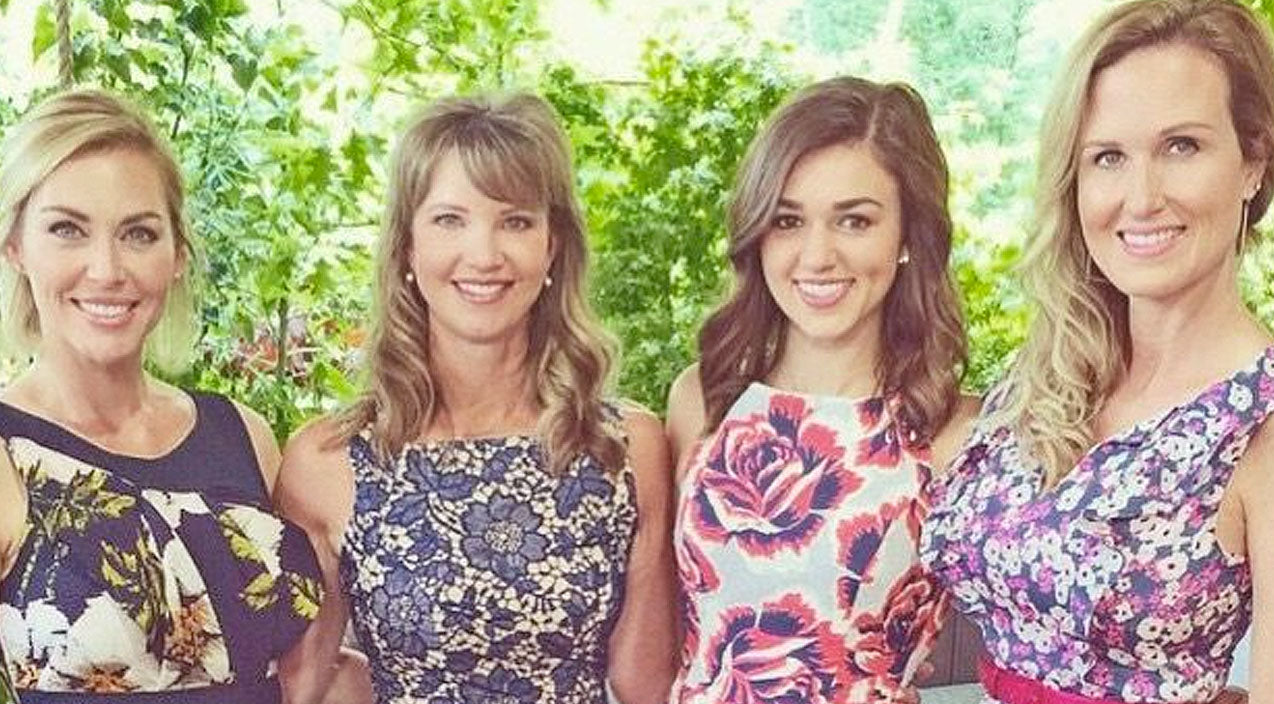 Sadie robertson Songs | Sadie Robertson Surrounds Herself With Family Following Announcement Of Her Break Up | Country Music Videos