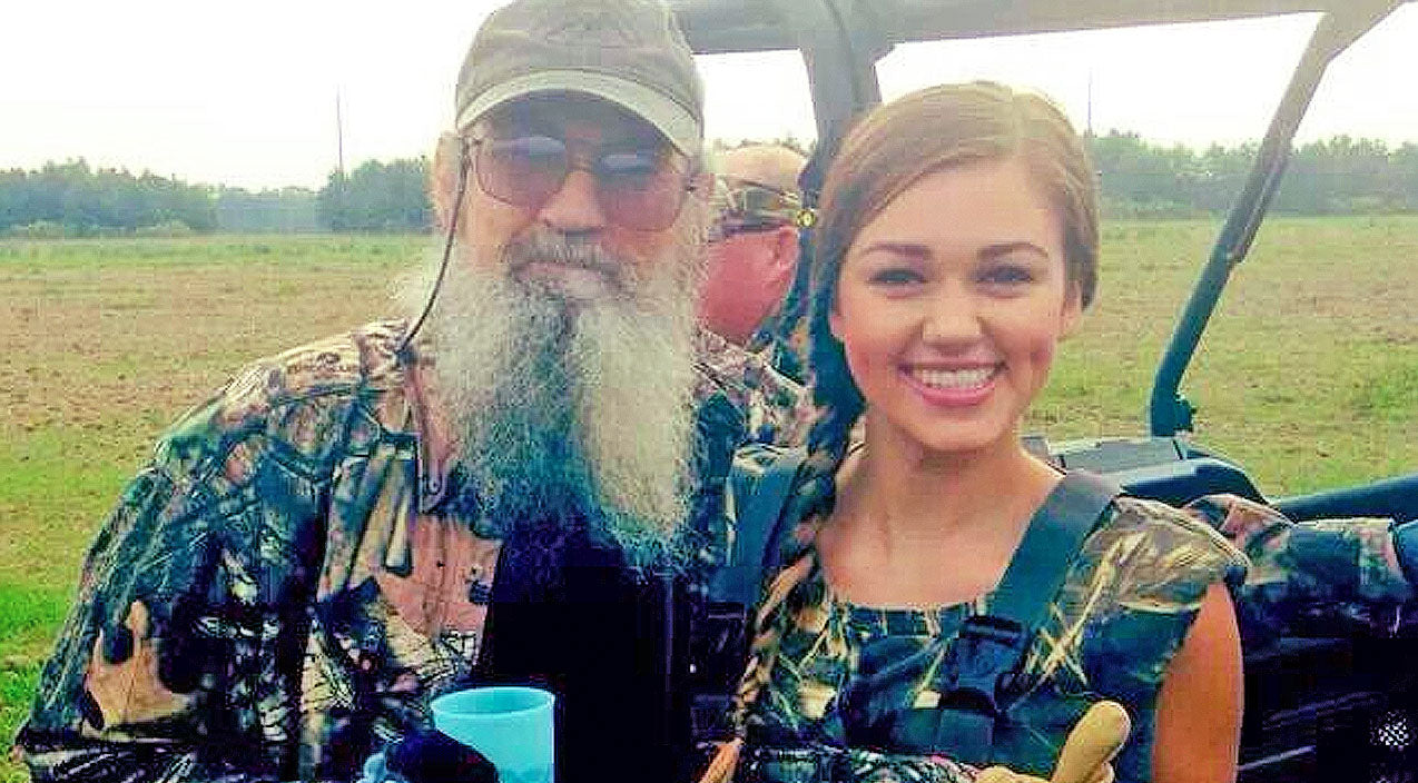 Sadie robertson Songs | Sadie Robertson Honors Our Military With Touching Gesture | Country Music Videos
