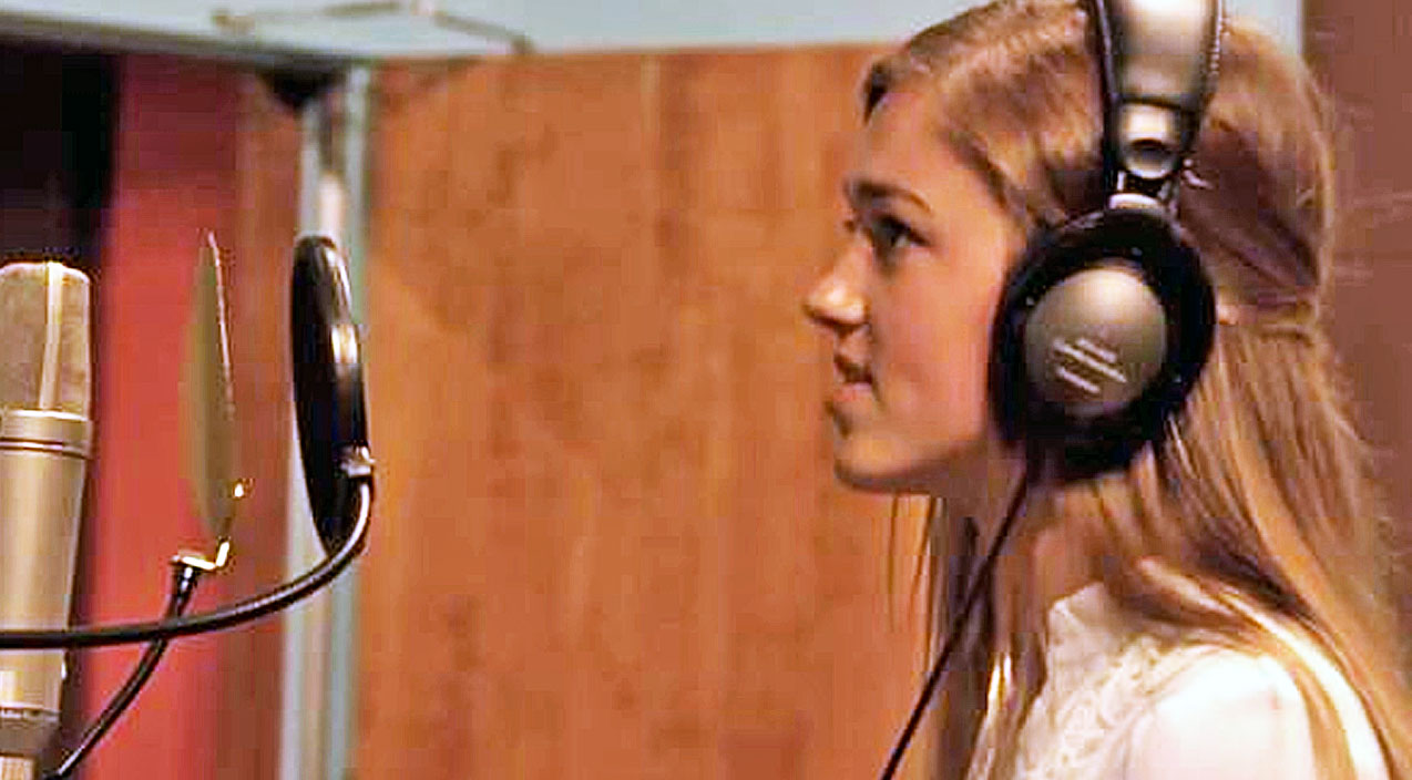 Sadie robertson Songs   Sadie Robertson's Angelic Voice Will Take You To Church With Captivating Hymn   Country Music Videos