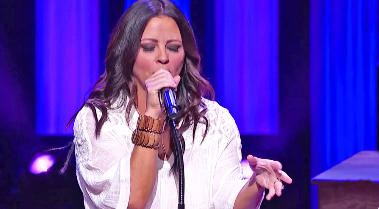 Sara evans Songs | Sara Evans Gives Gavin DeGraw's Bluesy 'Not Over You' A Country Makeover | Country Music Videos