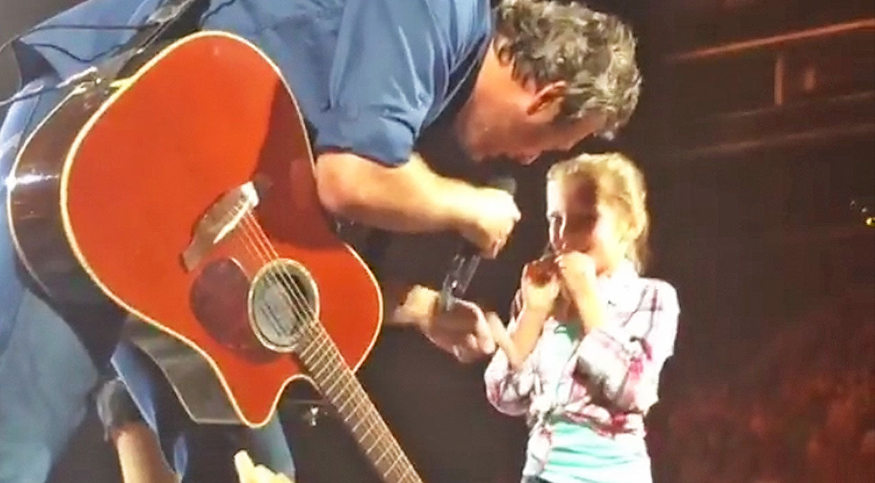 Classic country Songs | Blake Shelton Brings Awestruck Little Girl On Stage And Her Reaction Is A Must See | Country Music Videos
