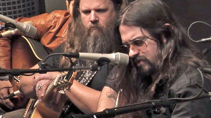 Waylon jennings Songs | Shooter Jennings Gracefully Honors His Father Through Cover Of His 'Favorite' Song | Country Music Videos