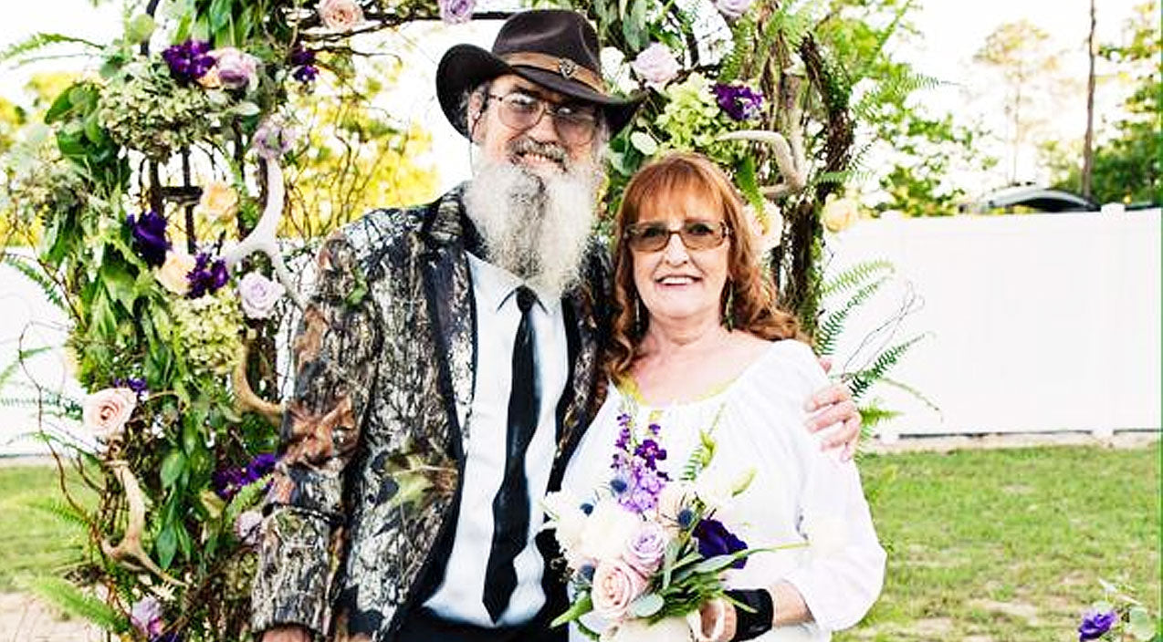 Si robertson Songs | Uncle Si Surprises Wife Of 45 Years With HUGE Romantic Gesture | Country Music Videos