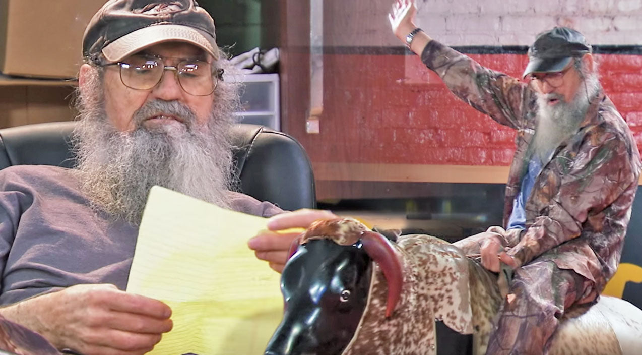 Si robertson Songs | After A Near-Death Experience, Si Robertson Wrote A Bucket List... & Y'all Will Never Believe What's On It | Country Music Videos
