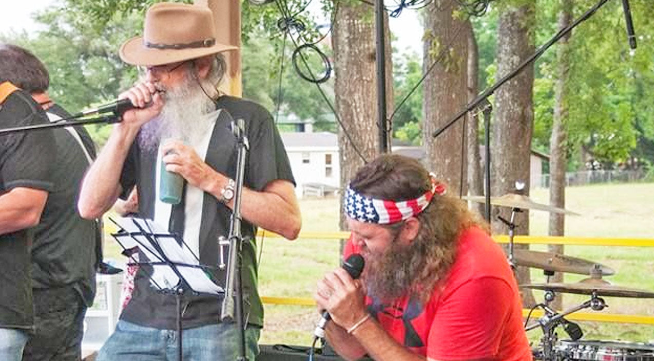 Willie robertson Songs | Uncle Si & Willie Robertson Duet To Willie Nelson's 'Seven Spanish Angels' | Country Music Videos