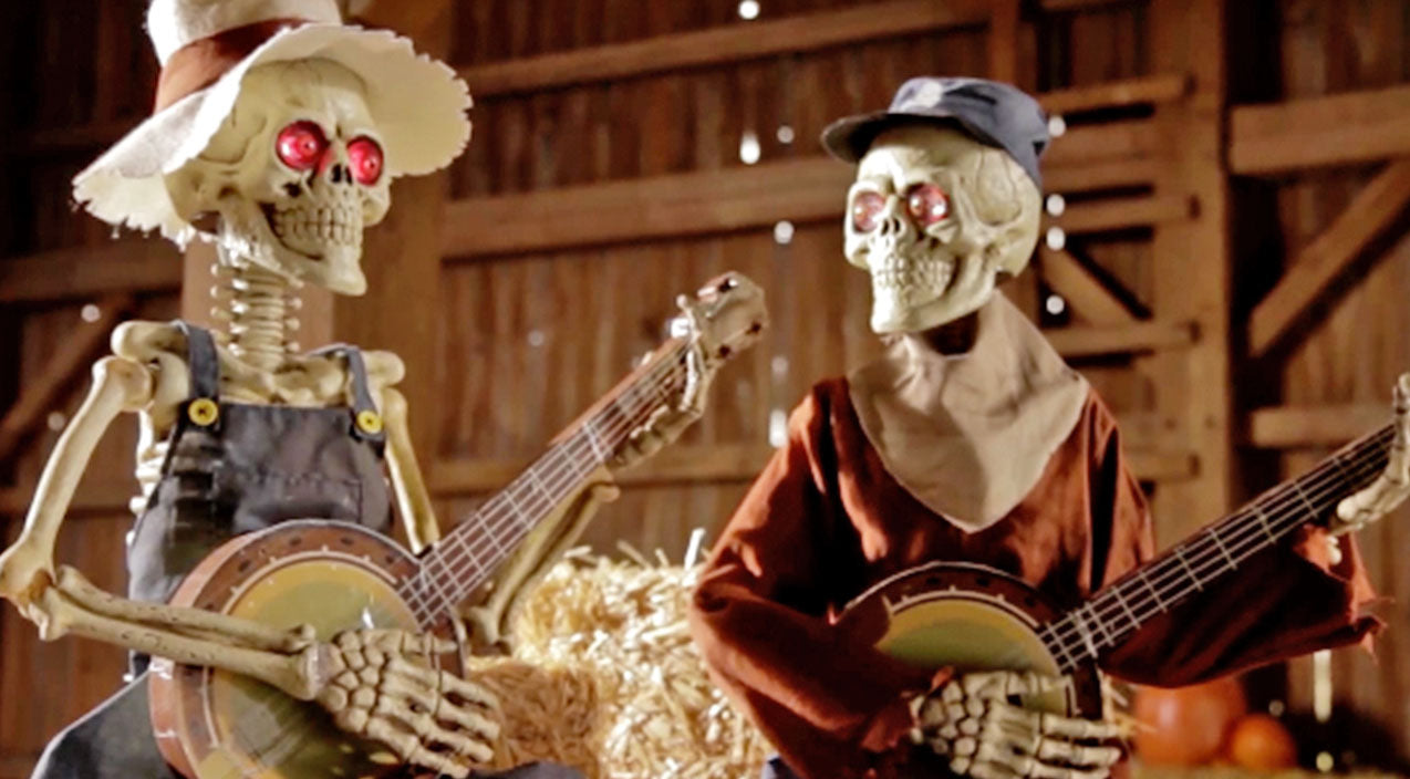 Viral Songs | Get Into The Halloween Spirit With These Skeletons Battling It Out To 'Dueling Banjos' | Country Music Videos