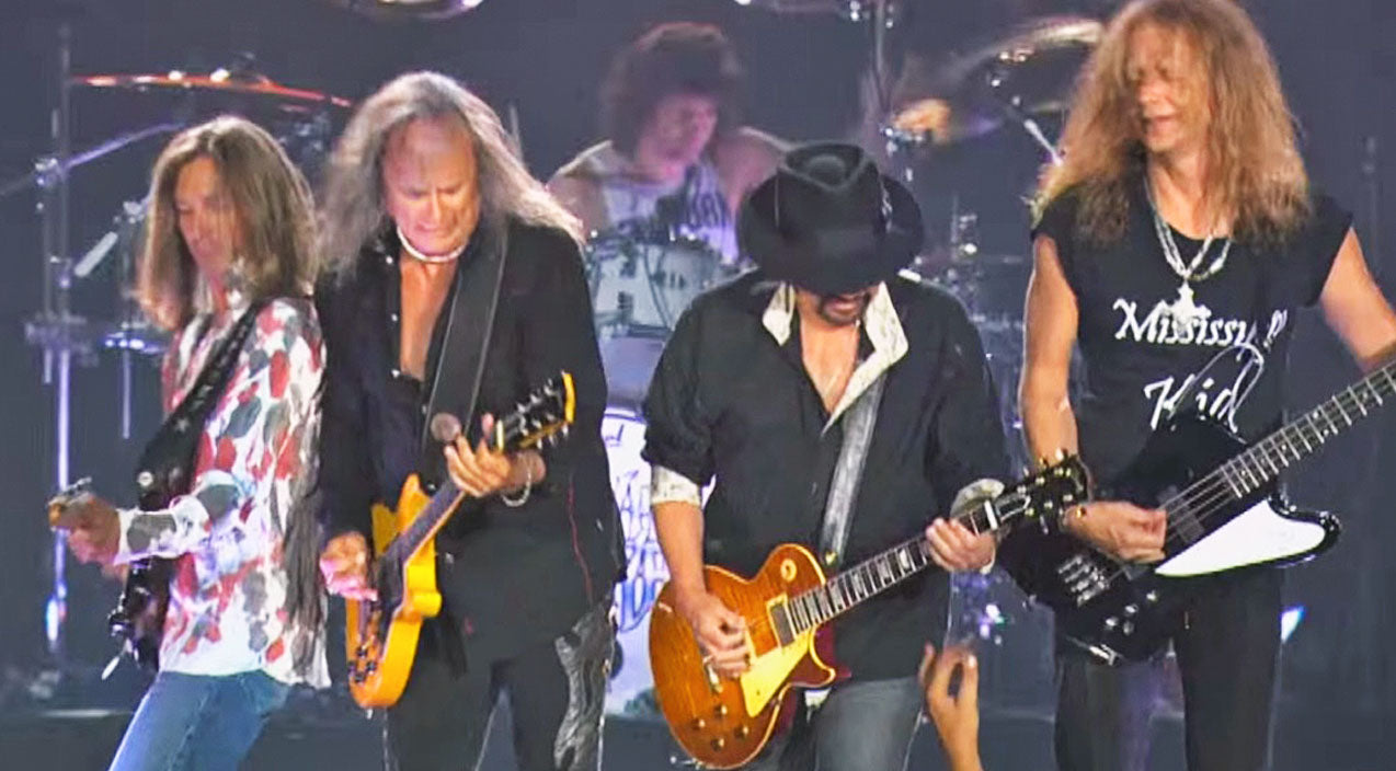 Lynyrd skynyrd Songs | The Crowd Gets All Riled Up When Skynyrd Brings Their A Game To 'Gimme Three Steps' | Country Music Videos