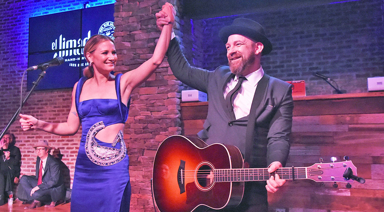 Sugarland Songs | Sugarland Steals CMA Awards Show Thunder By Hinting At Reuniting For New Music | Country Music Videos