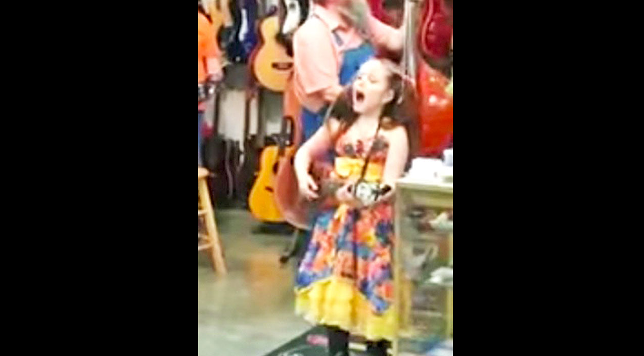 Jimmie rodgers Songs | A Little Girl Starts Singing In A Flea Market. What Happens Next? JAW-DROPPING! | Country Music Videos