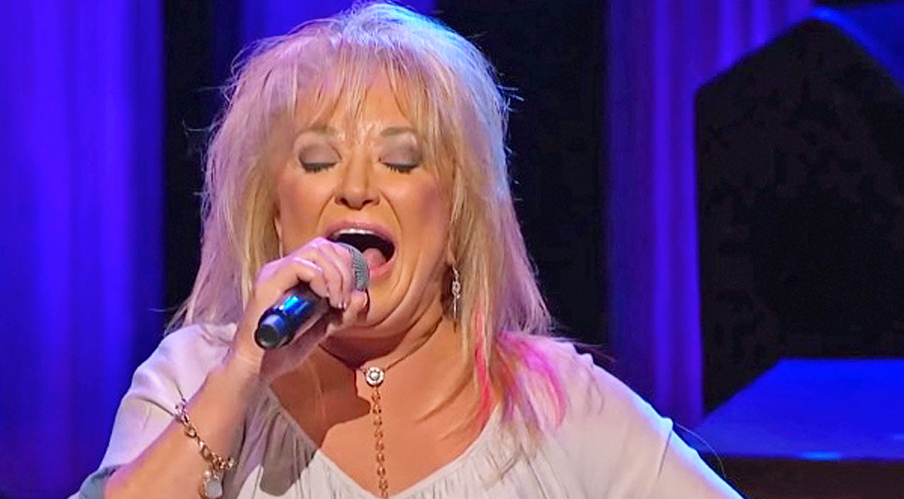 Tanya tucker Songs | Tanya Tucker Brings Down The House With 'Delta Dawn' And 'Amazing Grace' Medley | Country Music Videos