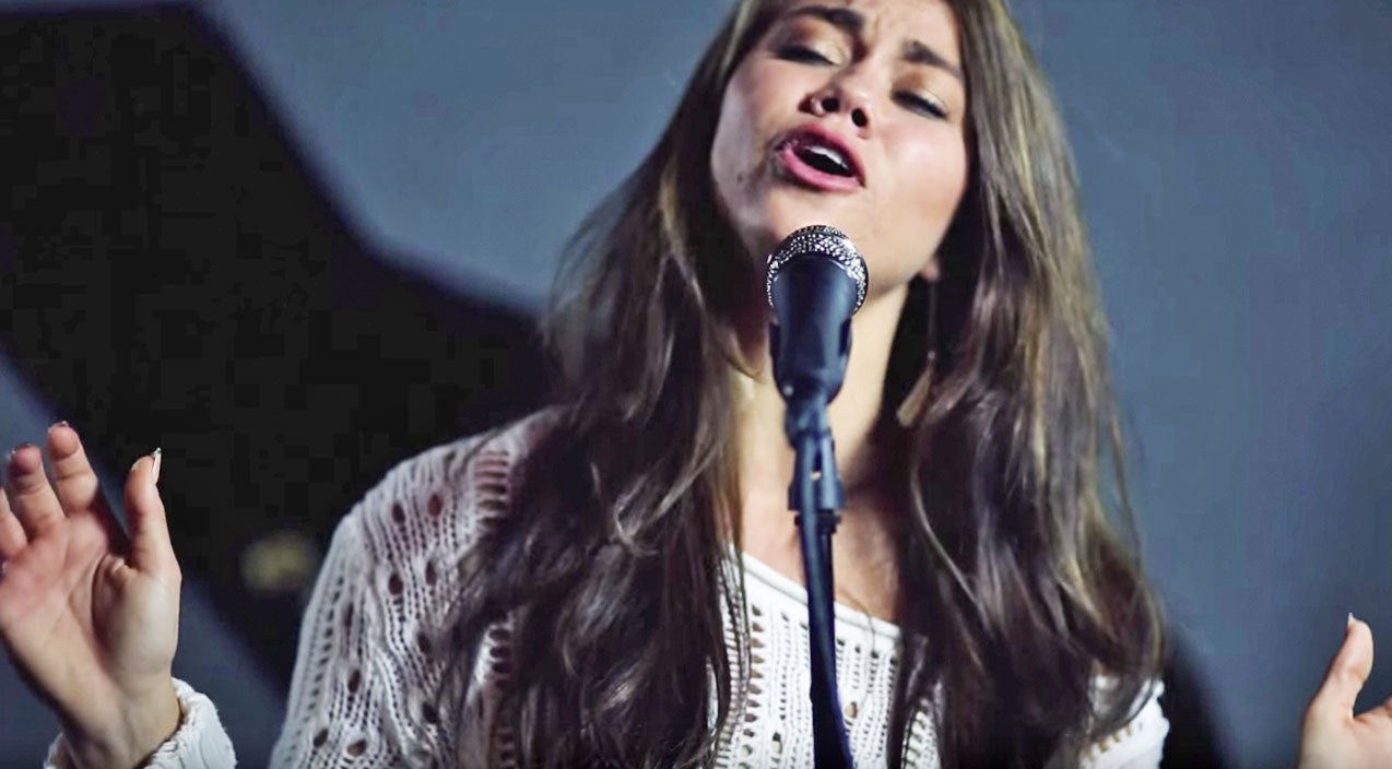 Willie nelson Songs | 'Voice' Alum Stuns With Unreal Cover Of Patsy Cline's 'Crazy' | Country Music Videos