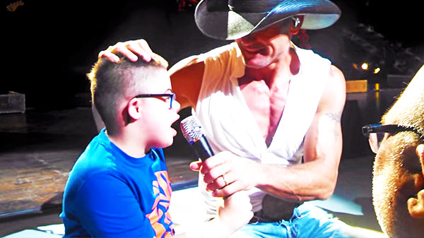 Tim mcgraw Songs | Tim McGraw - Sings with His Number One Fan (Heartwarming) (VIDEO) | Country Music Videos