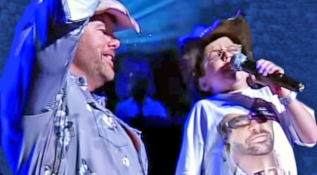 Toby keith Songs | 10-Year-Old Joins Toby Keith On Stage To Sing