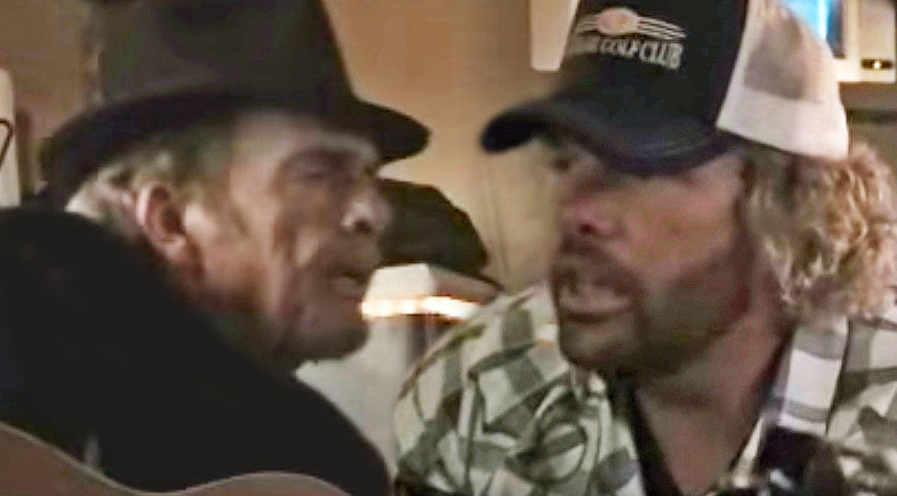 Toby keith Songs | Rare Footage Of Merle Haggard & Toby Keith Singing Together On A Tour Bus Resurfaces | Country Music Videos