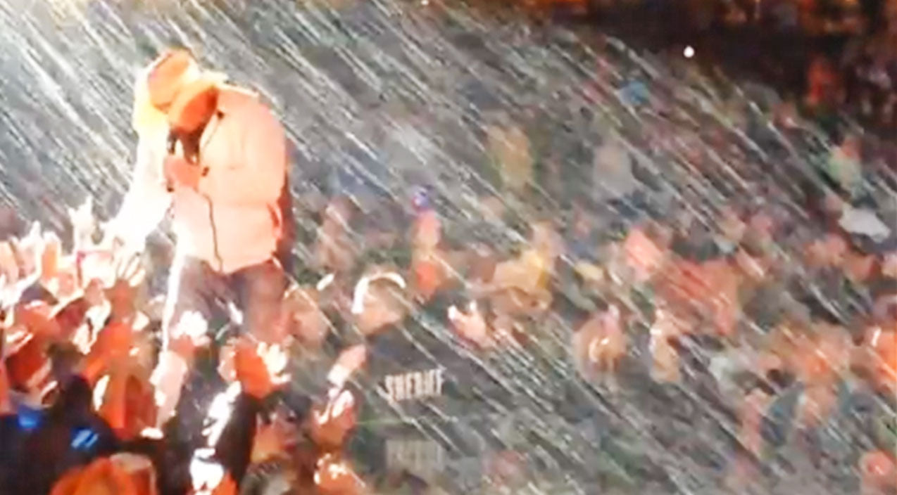 Toby keith Songs | Toby Keith Proves - Once Again - That He's A Badass By Performing In Extreme Weather Conditions | Country Music Videos