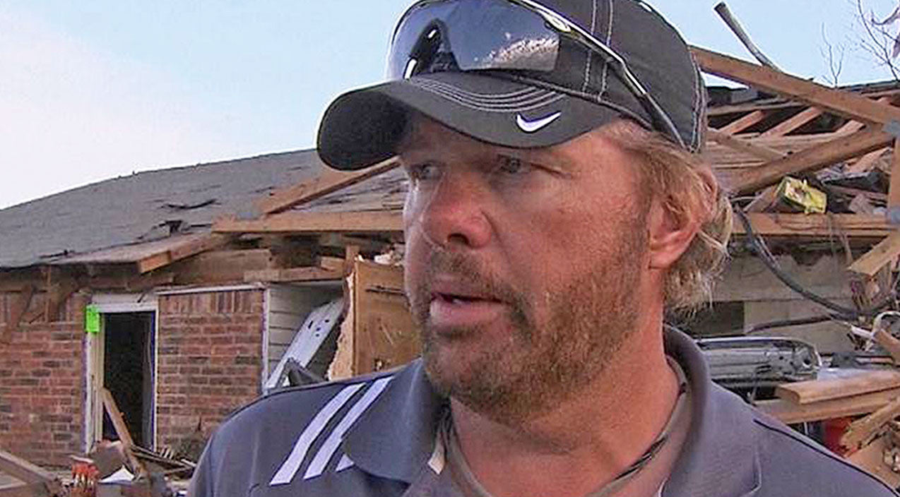 Toby keith Songs   Toby Keith & Fans Hit By Strange Identity Theft   Country Music Videos