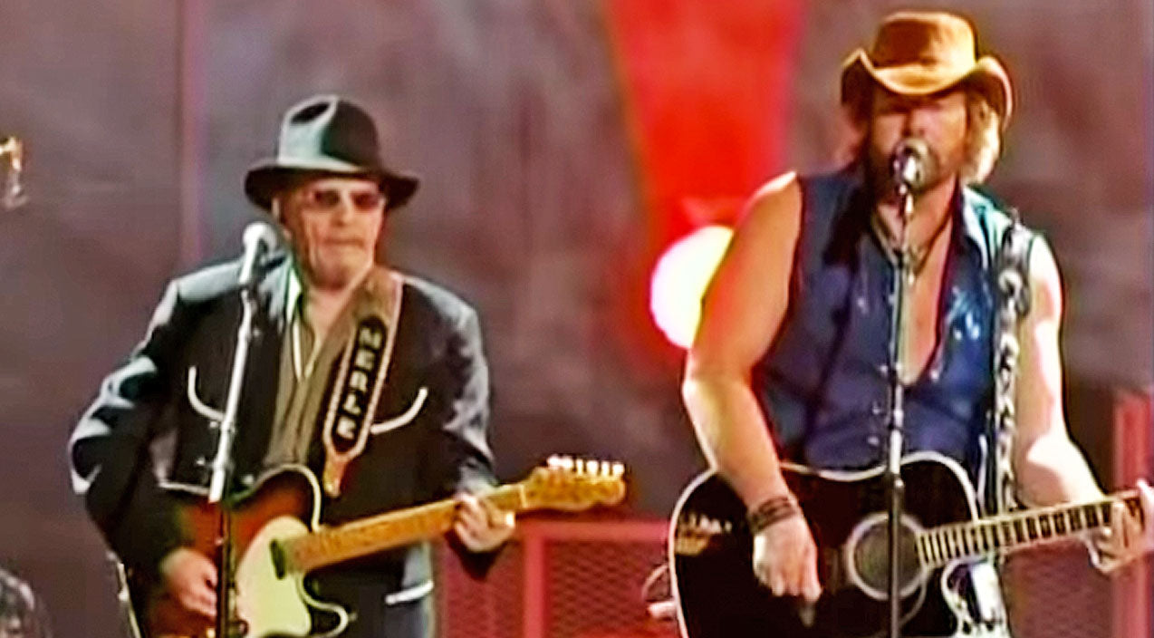 Toby keith Songs | Toby Keith Joined Merle Haggard For An Explosive Performance Of 'The Fightin' Side Of Me' | Country Music Videos