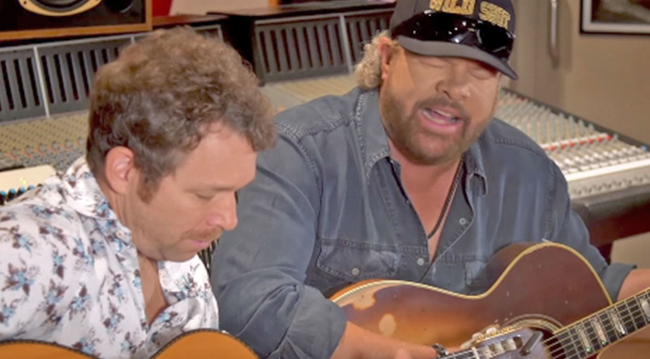 Toby keith Songs | Bet You Can't Get Through Toby Keith's 'Sh*tty Golfer' Video Without Laughing | Country Music Videos