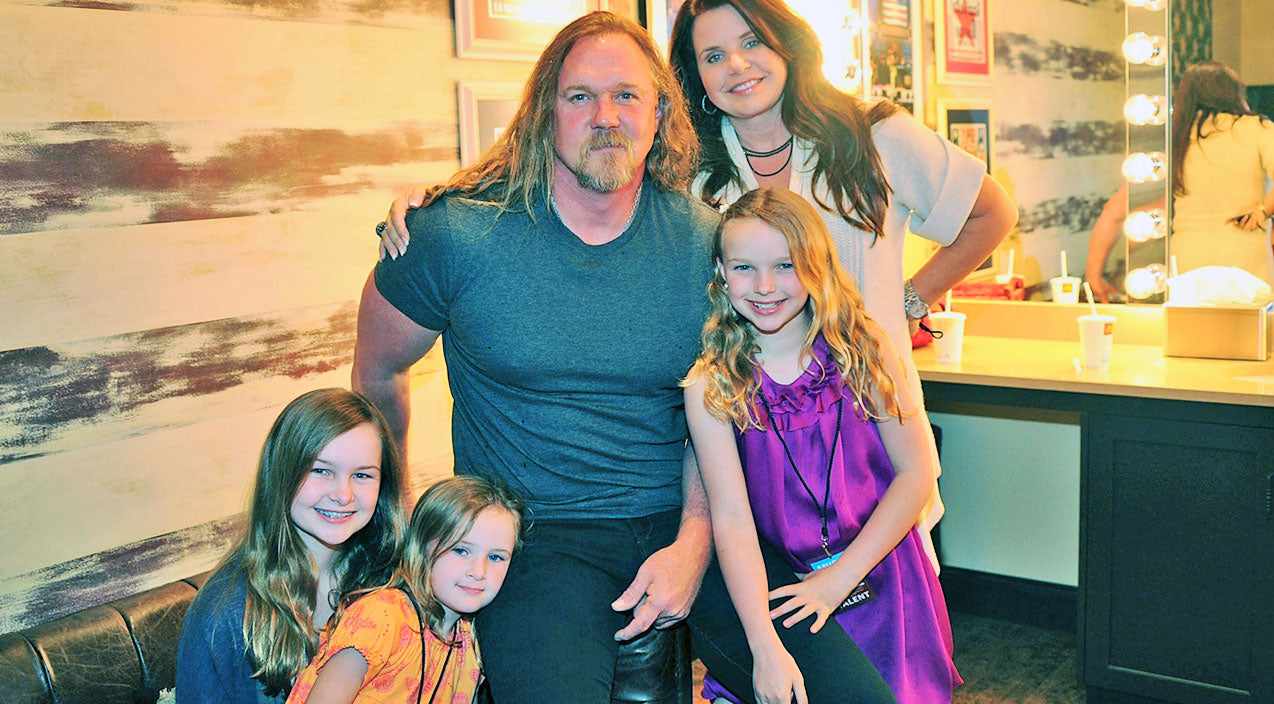 Trace adkins Songs | Trace Adkins' Daughters Showed Courage In Chaotic Situation | Country Music Videos