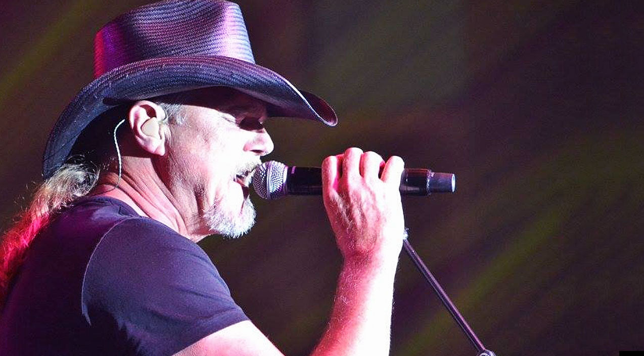 Trace adkins Songs | Trace Adkins Celebrates The Start Of New Beginnings With Genuine Performance Of 'Days Like This' | Country Music Videos