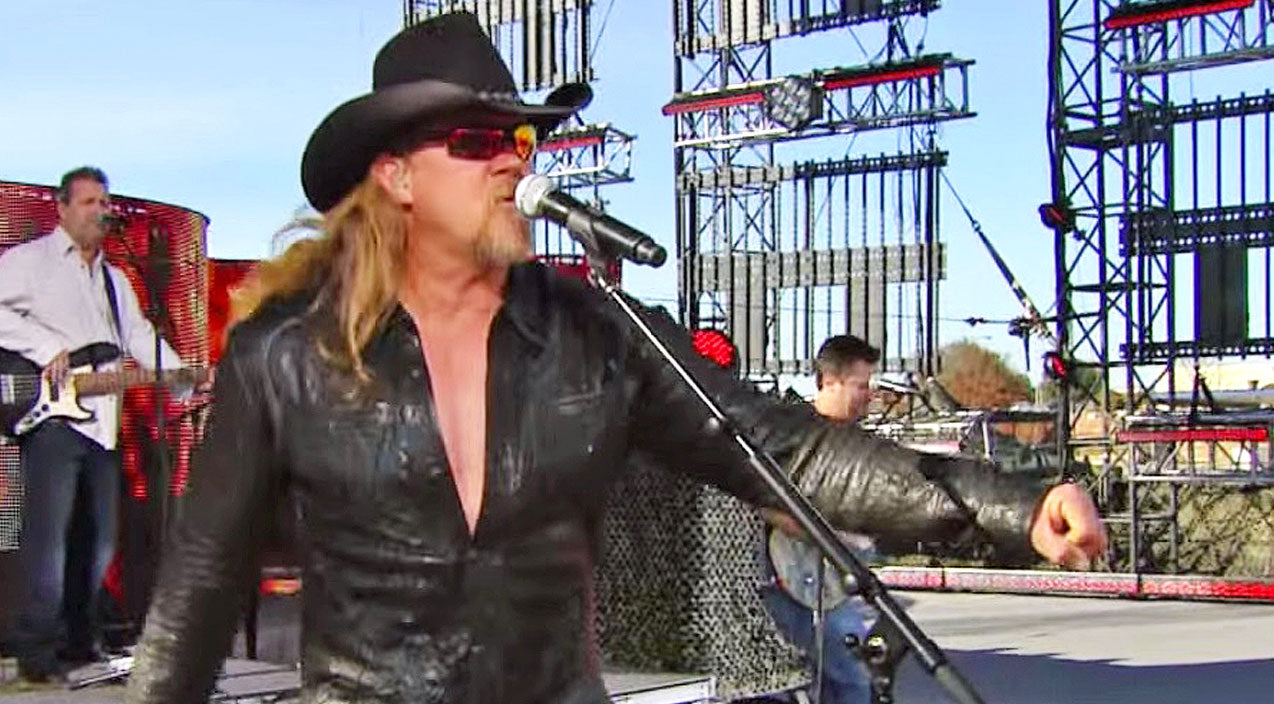 Trace adkins Songs | Full Of Bravado, Trace Adkins 'Got His Game On' During Live Tribute To The Troops | Country Music Videos