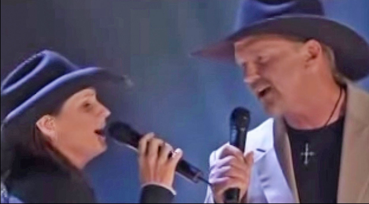 Trace adkins Songs | Trace Adkins & Terri Clark Immortalize Conway Twitty & Loretta Lynn's Brilliant Duet | Country Music Videos