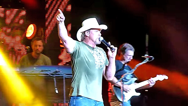 Trace adkins Songs | Trace Adkins - Brown Chicken Brown Cow (LIVE) (WATCH) | Country Music Videos