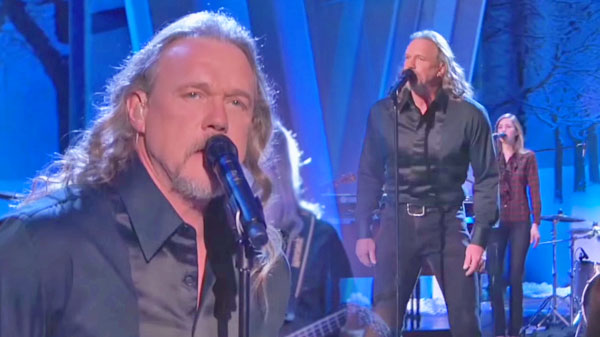 Trace adkins Songs | Trace Adkins - Carol of the Drum (LIVE on The Queen Latifah Show) (VIDEO) | Country Music Videos