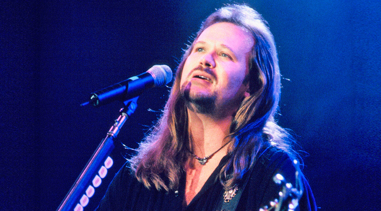 Travis tritt Songs | Travis Tritt Brings The Audience To Their Feet With Uplifting 'Great Day To Be Alive' | Country Music Videos