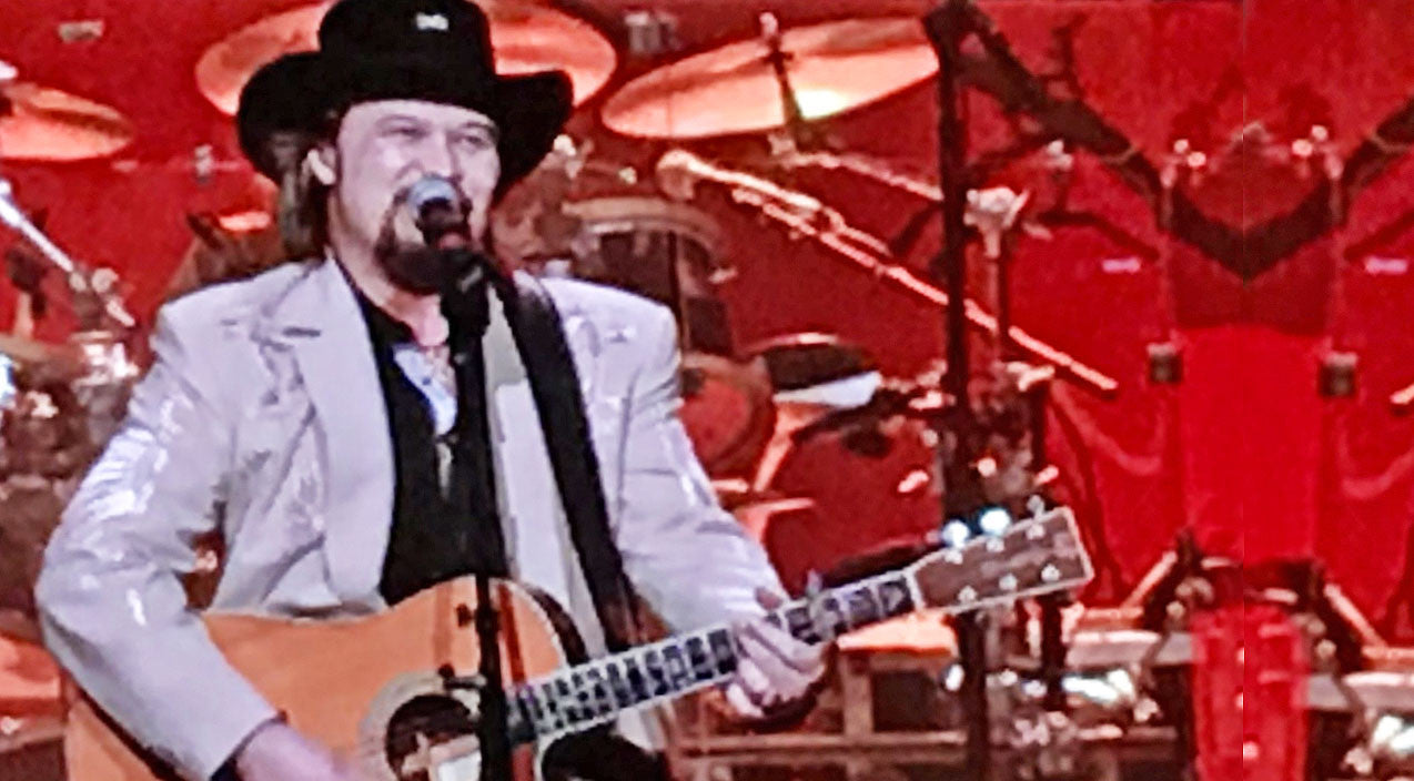 Travis tritt Songs | Travis Tritt Blew The Stage Away With Killer Randy Travis Tribute | Country Music Videos