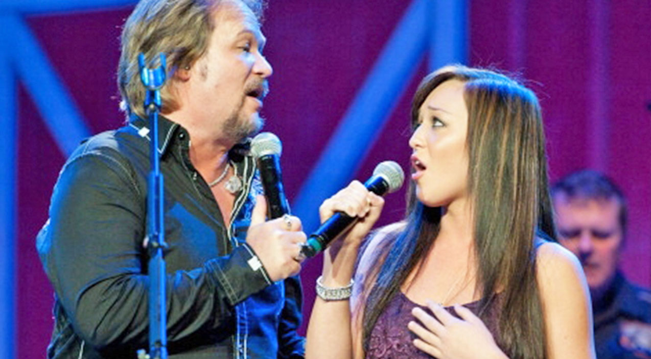 Travis tritt Songs | Travis Tritt's Daughter Shows Off Stunning Voice While Singing Duet With Her Father | Country Music Videos